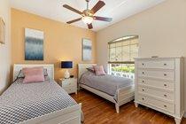 Bedroom 4 (twin beds)