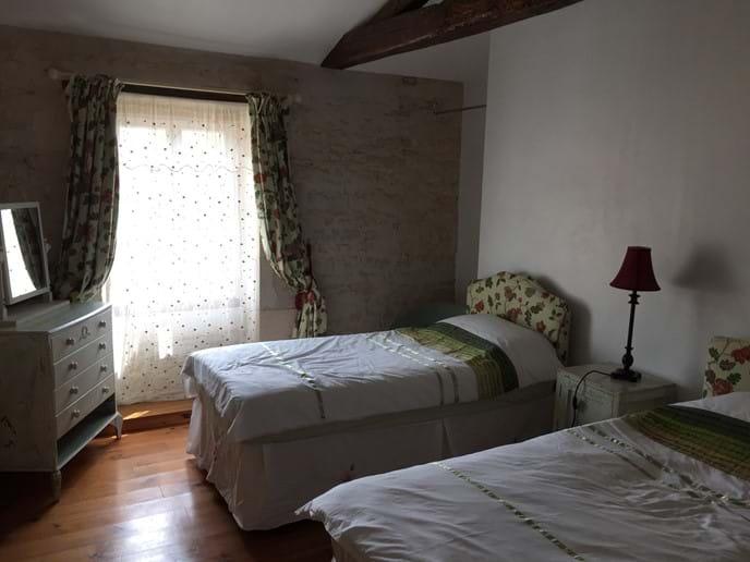 Chambre de deux lits simples 1 en haut