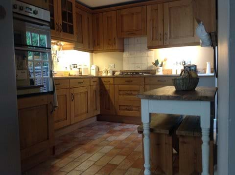 Lavenham holiday cottage country kitchen