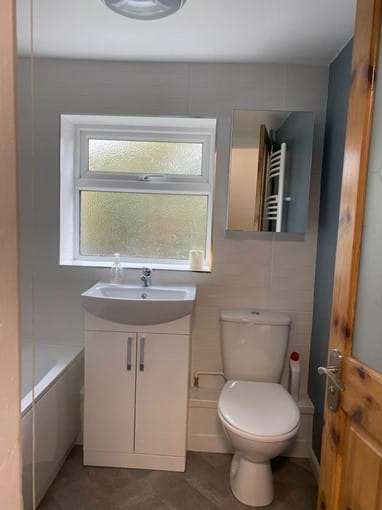 Home from Home Portsmouth - Bathroom with over bath shower