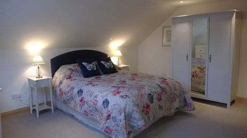 Master bedroom with Kingsize bed & ensuite