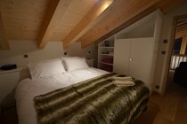 Upstairs bedroom 4 (night)