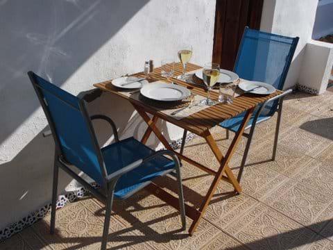 Casita Higuera outside eating.