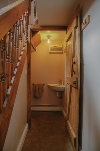 Laverock Lodge downstairs toilet/sink