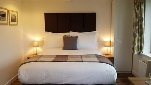 Award winning bed with crisp cotton linen