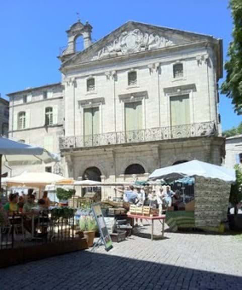 Place Gambetta - wonderful main square in the old town