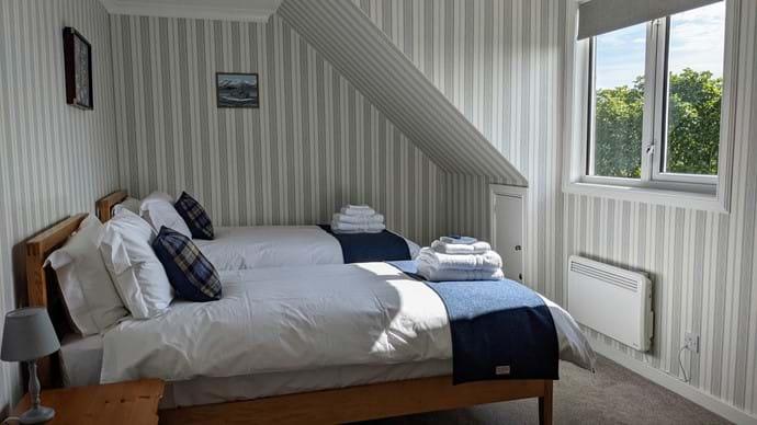 Bedroom 4 (upstairs) with twin beds