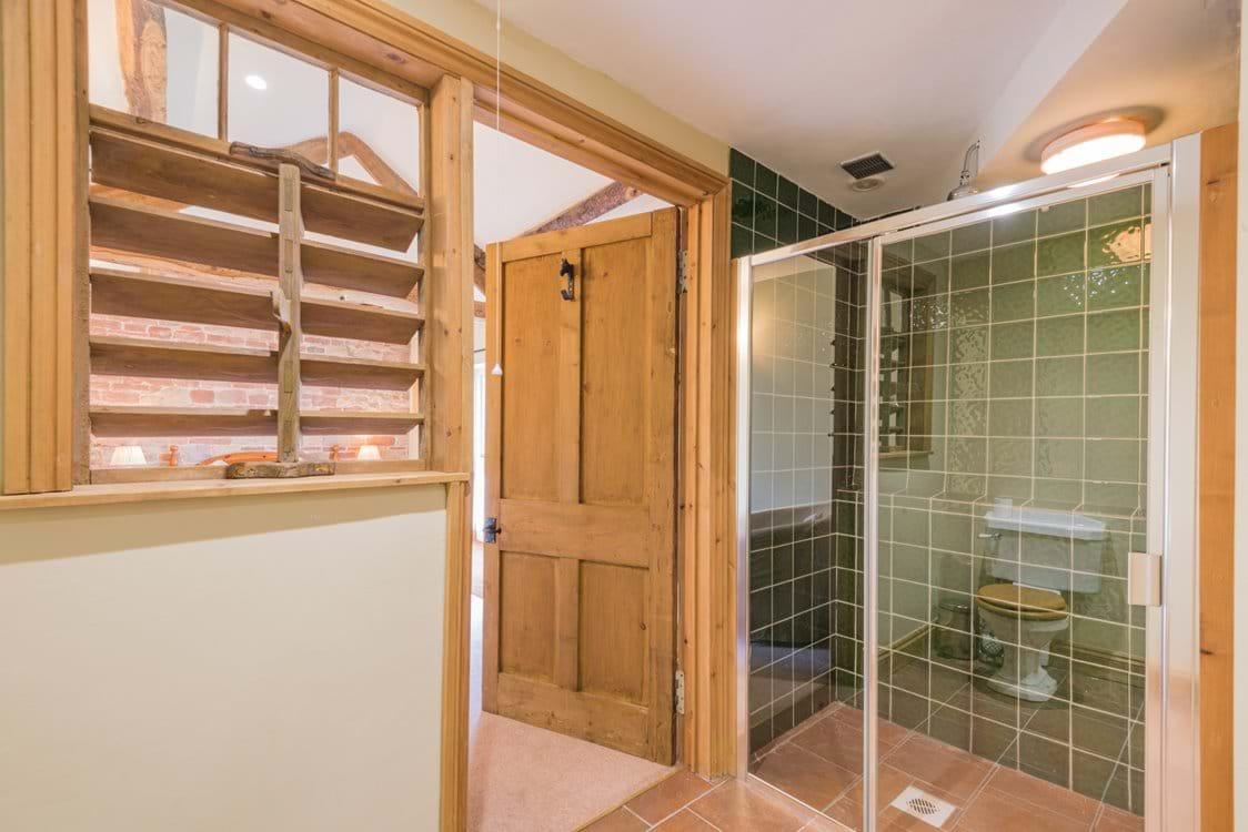the courtyard en suite shower room