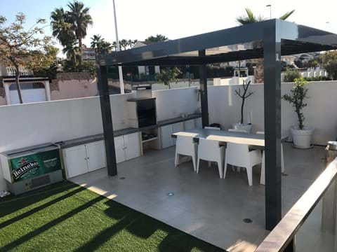 Back garden with outside kitchen, outside fridge & automatic remote controlled pergola + BBQ
