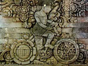 Pura Meduwe Karang, tempel op ca 30 minuten rijden van het huis. Bekend bij Europeanen vanwege het reliëf met Nederlandse kunstenaar W.O.J. Nieuwenkamp die in 1904 Bali per fiets verkende