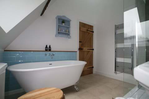 Oak Barn master bathroom in addition to 2 en-suites