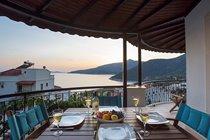 Al Fresco Dining on the Balcony