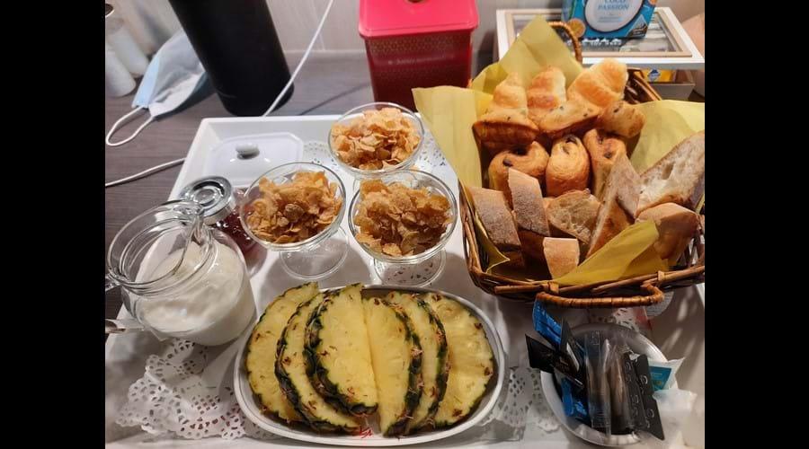 Breakfast for 3 tray 2
