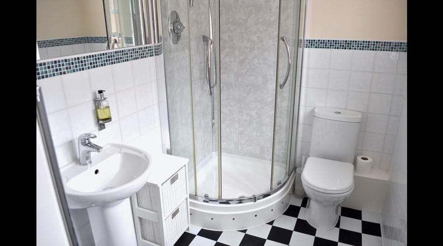 Ensuite for double bedroom - 1st floor
