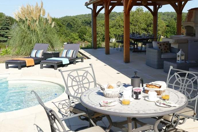 Breakfast round the pool- perfect!