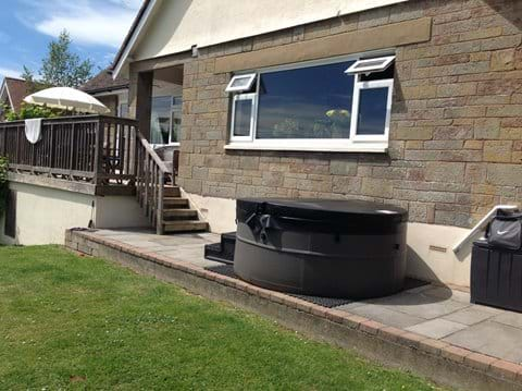 Hot tubs available to hire