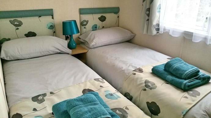 White Rose Caravan York | twin beds