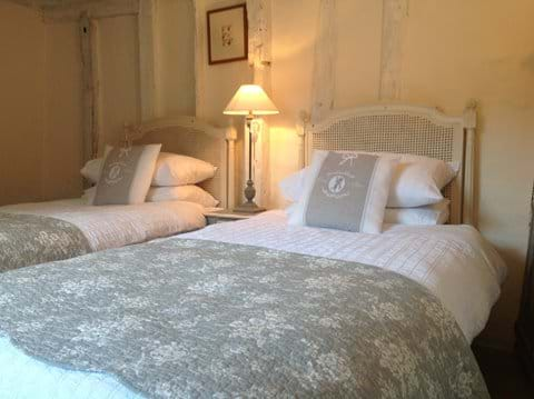 Twin bedroom in lavenham holiday cottage