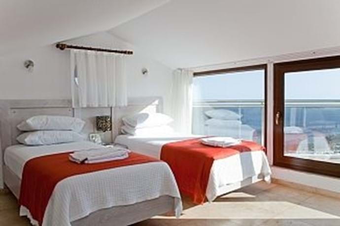 The three twin bedrooms have large, comfortable single beds