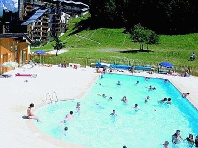 La Tania swimming pool in summer