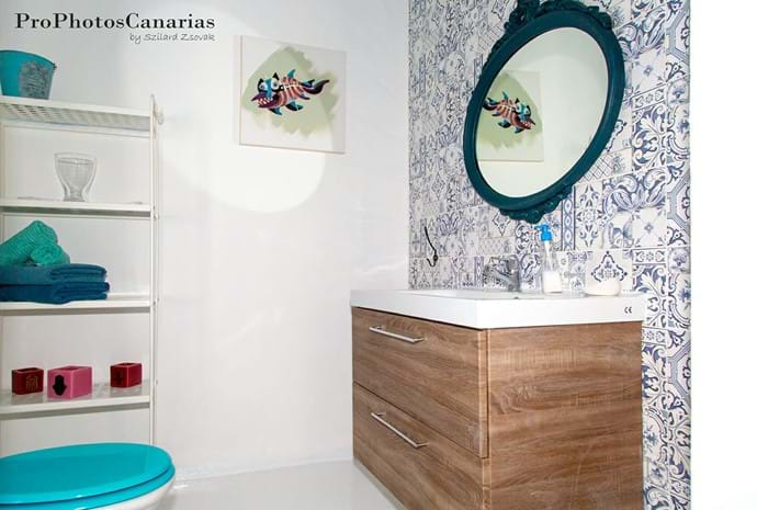 nice vintage bathroom from the cave bedroom