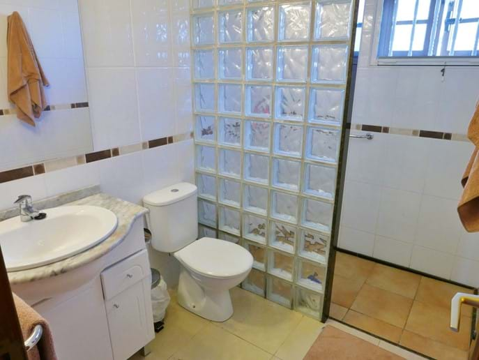 Shower Room - Villa 143
