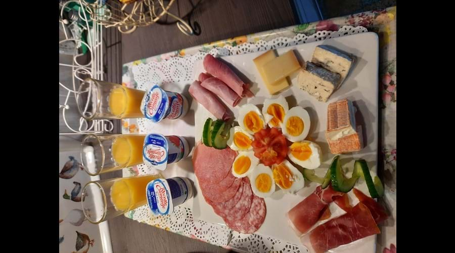 Breakfast for 3 tray 1