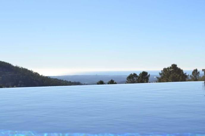 Infinity pool at Villa Vida Nova self catering villa in Portugal