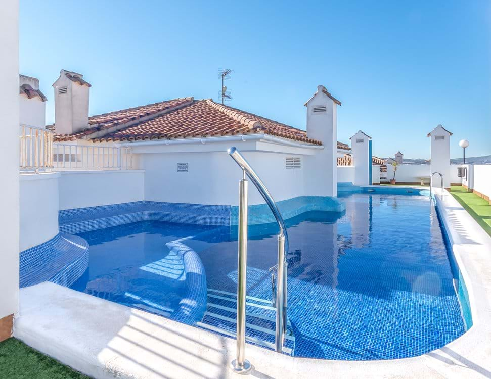 Rooftop pool, safe, relaxed and private