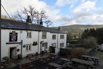 outside-seating-at-the-george-inn-hubberholme