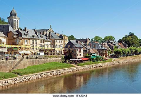 The beautiful setting of Montignac market on the banks of the Vézère river