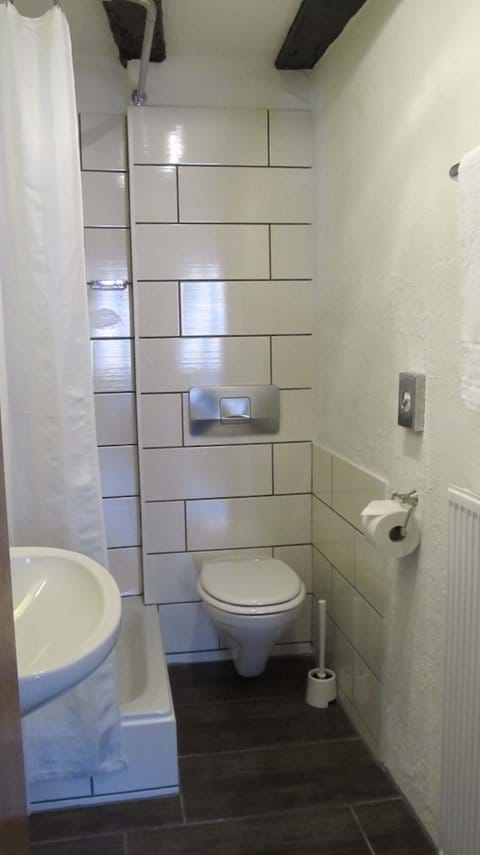 Apartment Dornfelder - En Suite Shower Room and WC