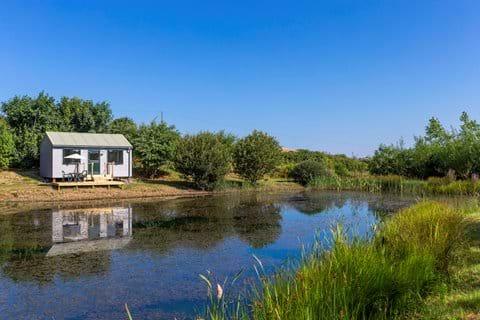 Kingfisher cabin Lynstone Lakes