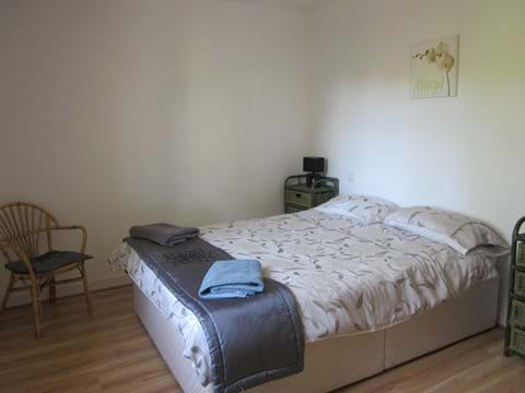 Bedroom 3 with kingsize bed