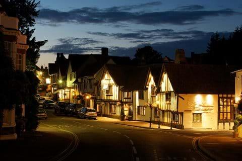 The Swan Hotel Lavenham boasting 4 Red Star Accomodamtion and Weavers' House Spa