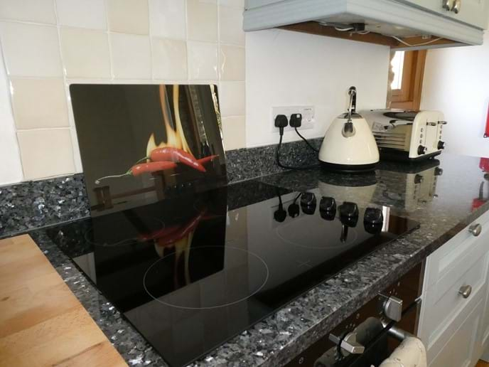 Ceramic hob and granite worksurfaces