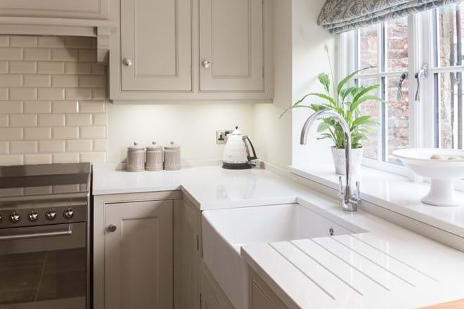 Kitchen belfast sink and Smeg range cooker