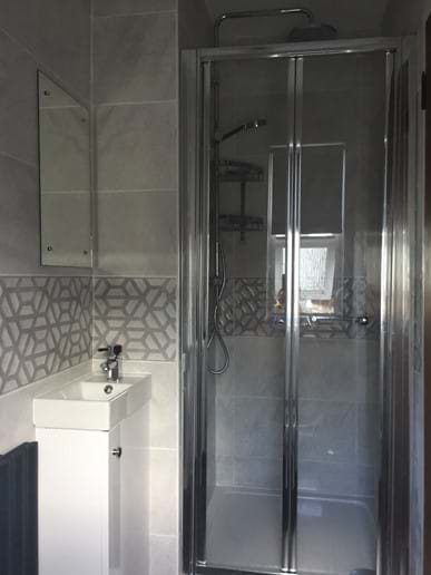 SEPERATE SHOWER ROOM