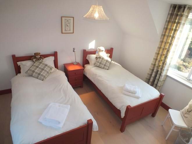 Back upstairs twin bedroom