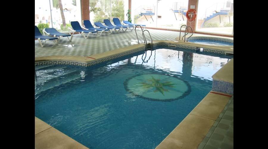 Indoor pool with Jacuzzi