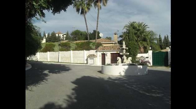 Palm Villa entrance just 250 metres away from the village of El Paraiso