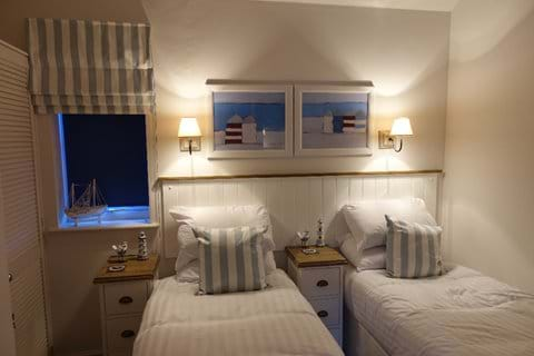 Second bedroom with two 2