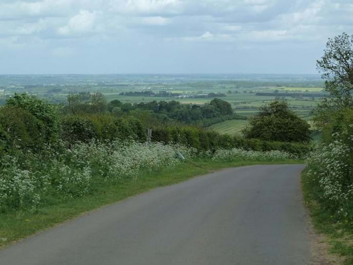 The road down into Ilmington from Campden Pitch