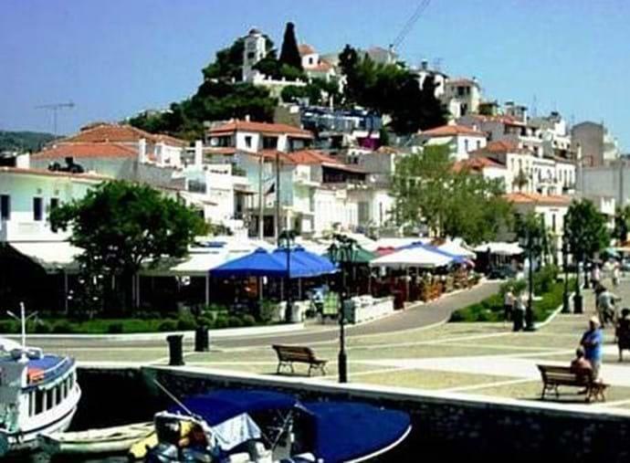Skiathos - Ag Nikolaos from Bourtzi isle over tavernas on old port