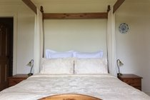 Four poster bed with no stupid cushions