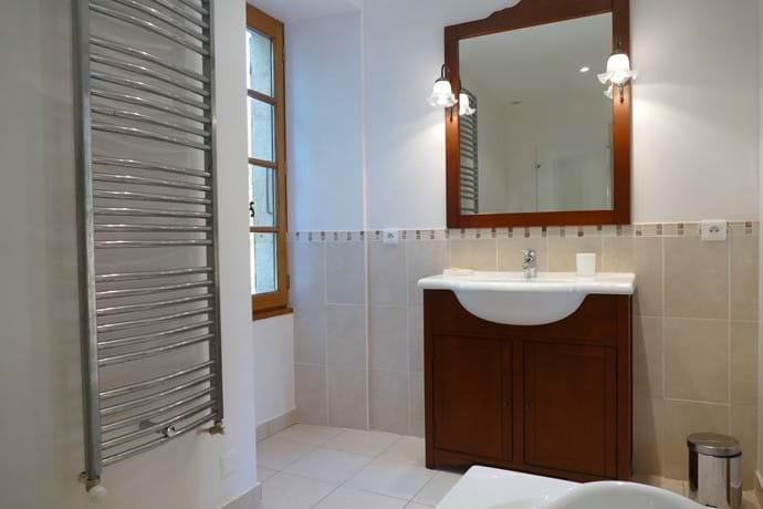 En suite bathroom for bedroom Three