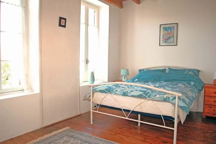 Volets Bleus Master Bedroom