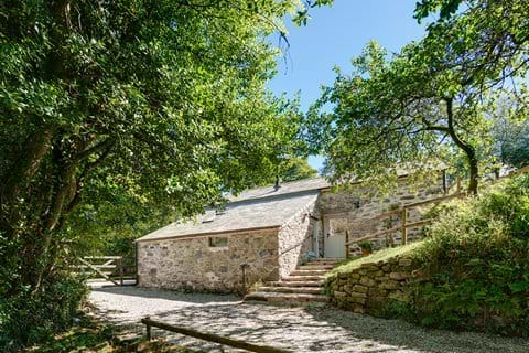 External view of Huckworthy self-catering holiday cottage in Devon