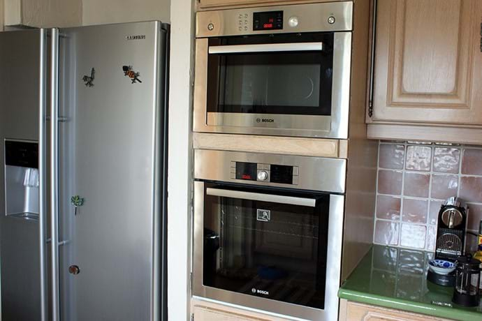 April 2015 - New Bosch Oven and Microwave in mid-level Kitchen Joining the Bosch ceramic hob installed recently, has replaced the older units.  Fast and functional.
