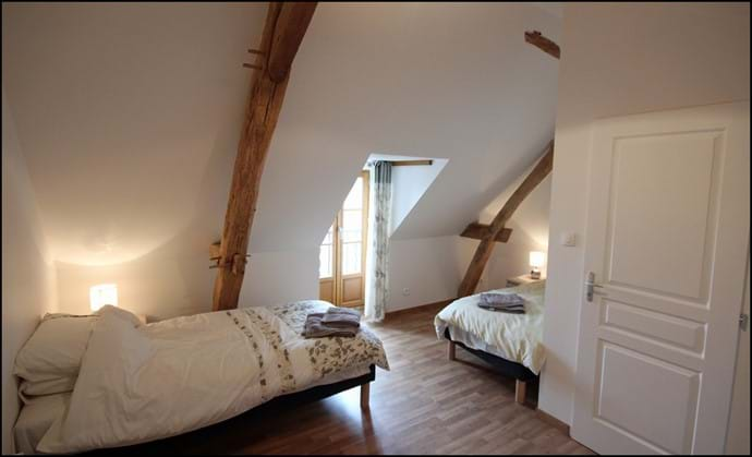 Loire Valley self catering gite upstairs twin bedroom.